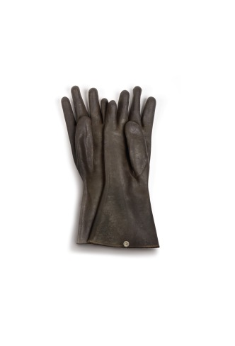 Gloves worn by John Haigh to dissolve the body of Mrs Olive Durand-Deacon, 1949 © Museum of London